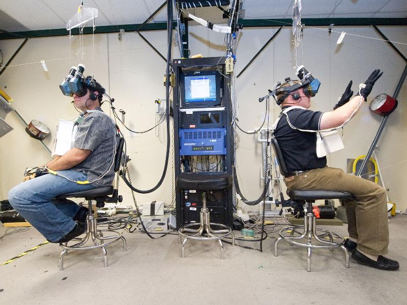 Управление роботами при помощи технологии виртуальной реальности